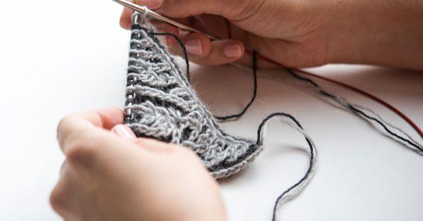 Knitting a triangle with grey yarn
