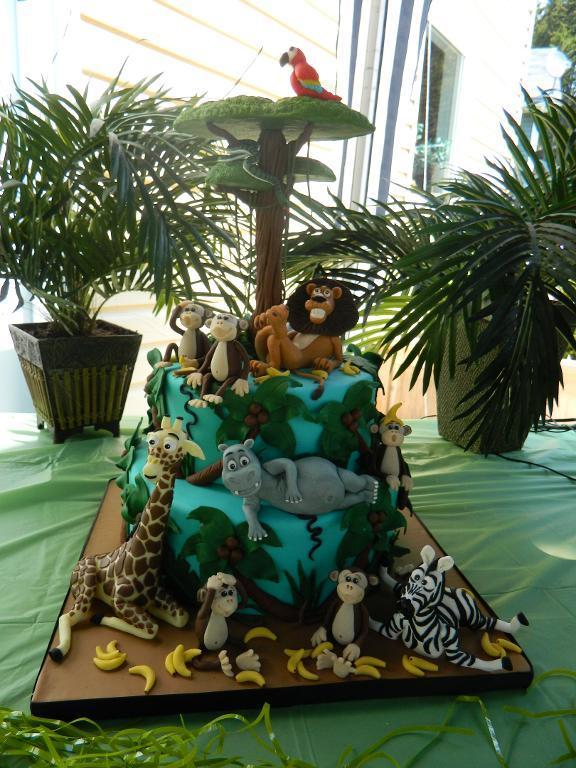 Bluprint Member Cake: Madagascar-Themed Birthday Cake