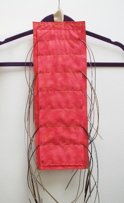 Hanging circular needle organizer