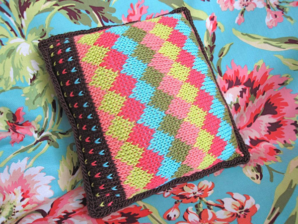 Colorwork and borders pillow - pattern by Bluprint member