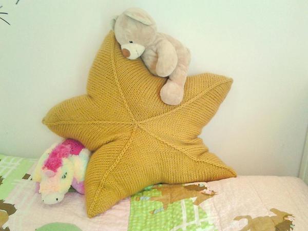 Pattern on Craftsy.com: Star pillow