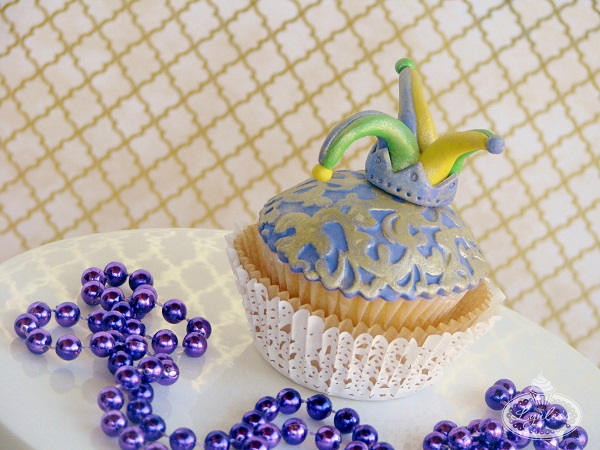 Finished Mardi Gras Cupcake with Fondant Jester Hat