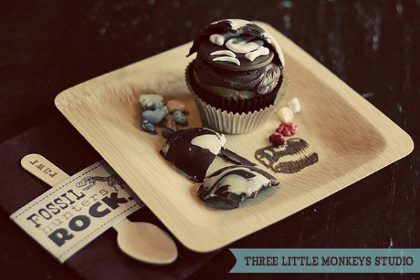 Creative Fossilized Dino Egg Cupcake
