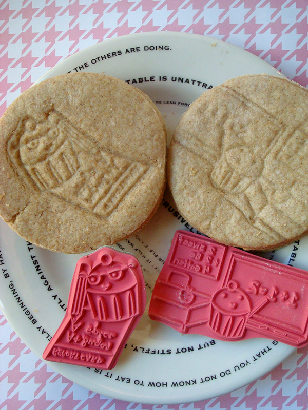 Decorating Digestive Cookies on Craftsy