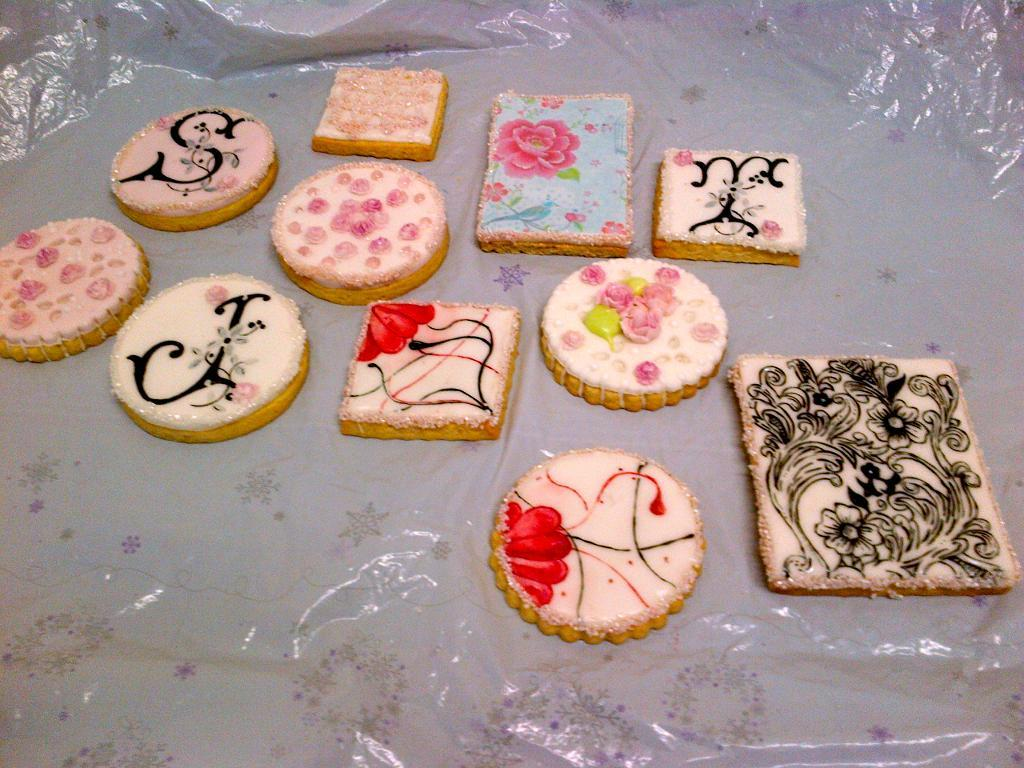 Sophisticated Valentine's Sugar Cookies - Bluprint