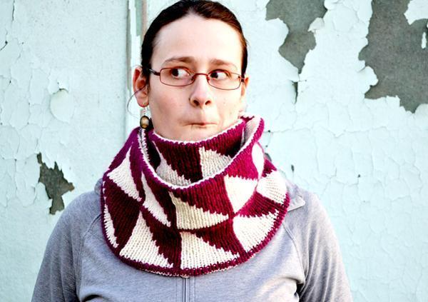 Pauka geometric knit cowl