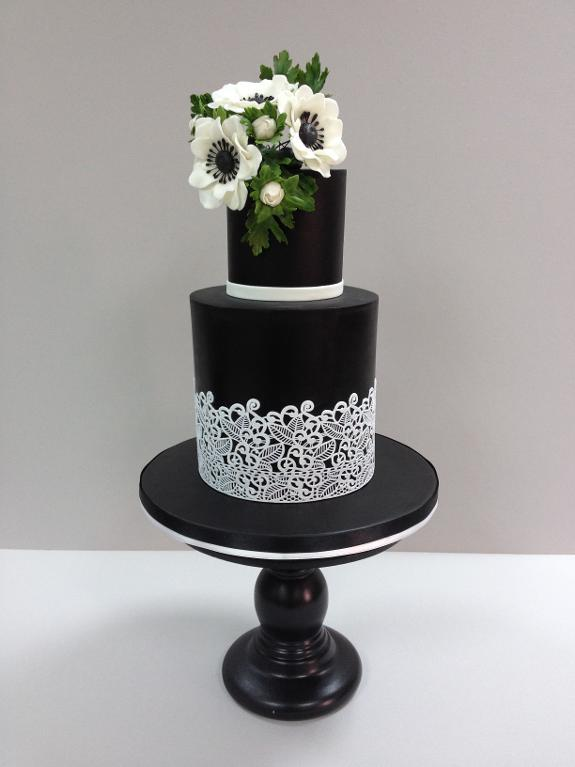 Bluprint Member Project: Tiered Bold Lace Cake