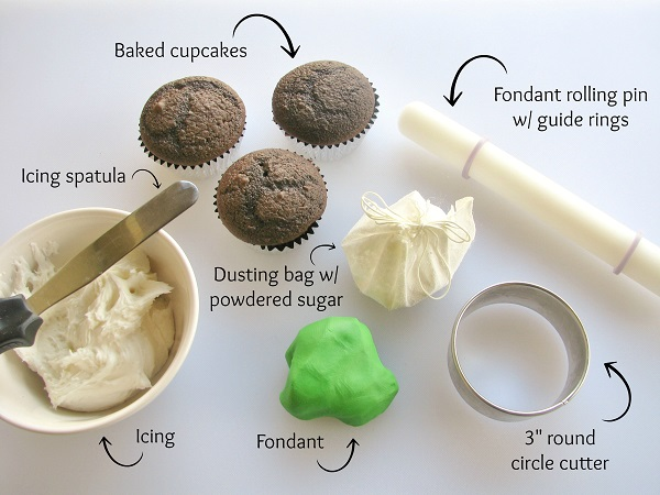 Title Image: How to Cover a Cupcake in Fondant - Bluprint Tutorial