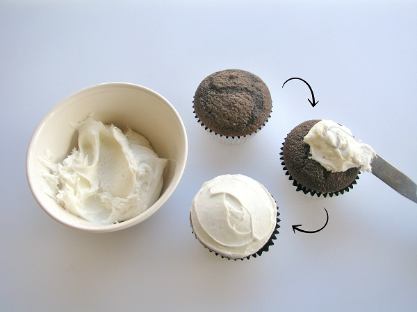 Icing Cupcakes