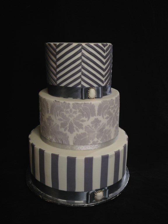 Stenciled Striped Cake for Modern Wedding Cake Design