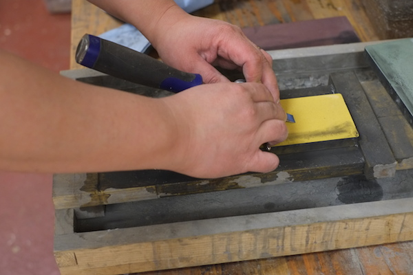 Using the Honing Guide to Sharpen the Bevel