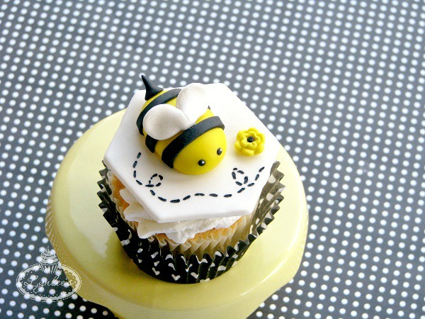 Fondant Bumble Bee Cupcake Topper: Craftsy.com