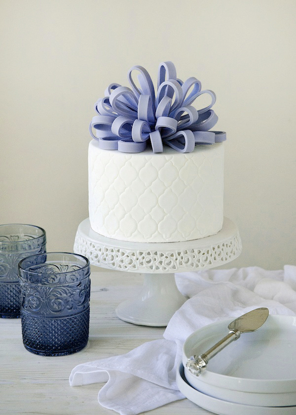Loop Bow Cake Topper