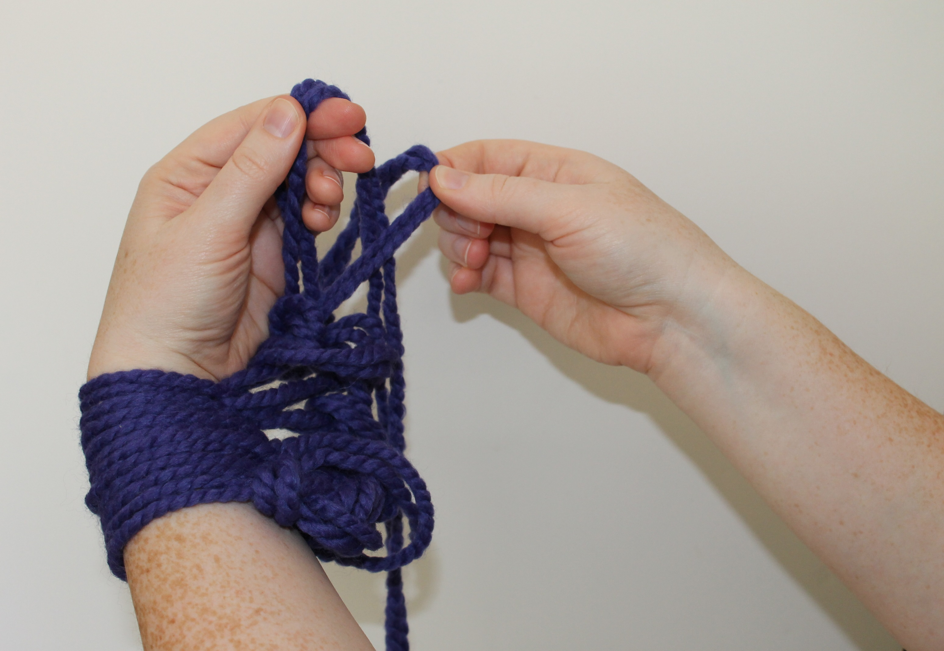 Arm knitting the second row