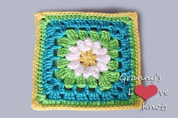 Crochet daisy granny square: Pattern on Bluprint