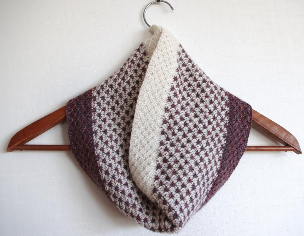 Knitted arboles cowl
