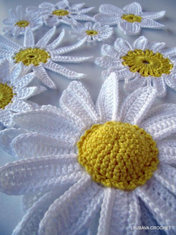 Crochet daisy flowers