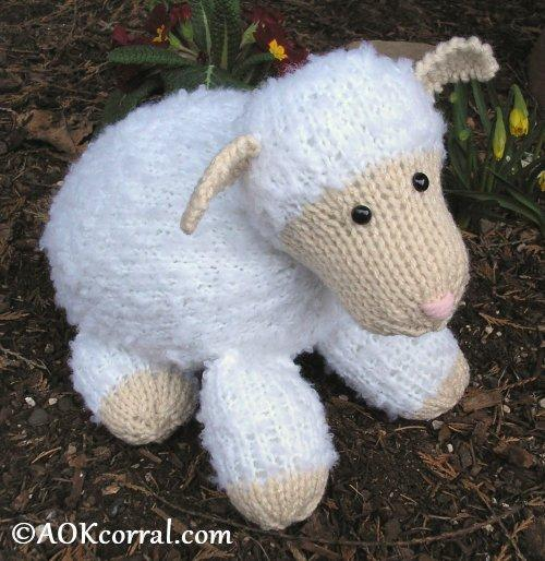 Knitted lamb