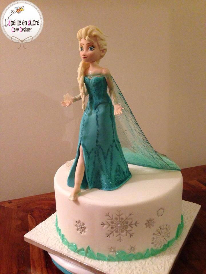 Frozen Cake Made with Pulled Sugar