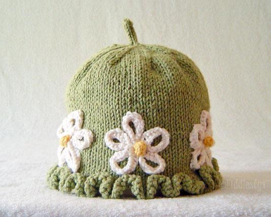 Knitted daisy hat: Pattern by Bluprint Member