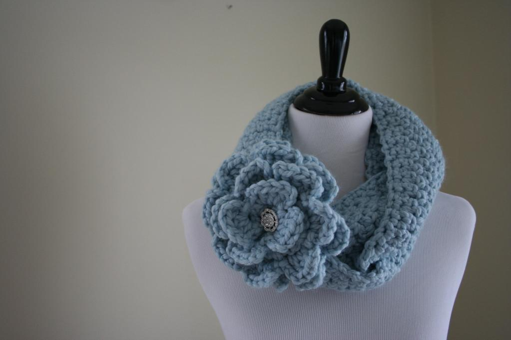 Rosette infinity scarf - Pattern on Craftsy