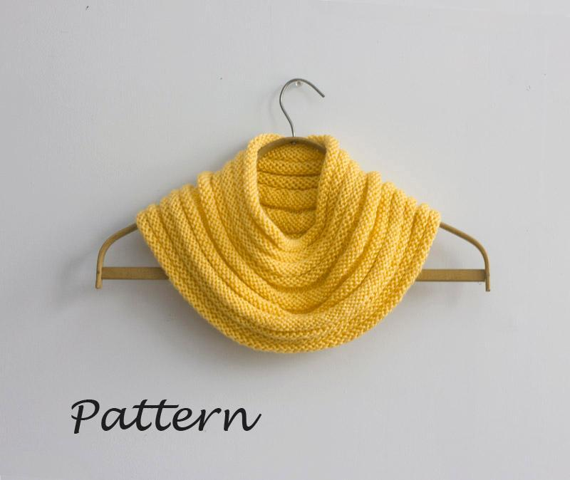 Knit fitted cowl