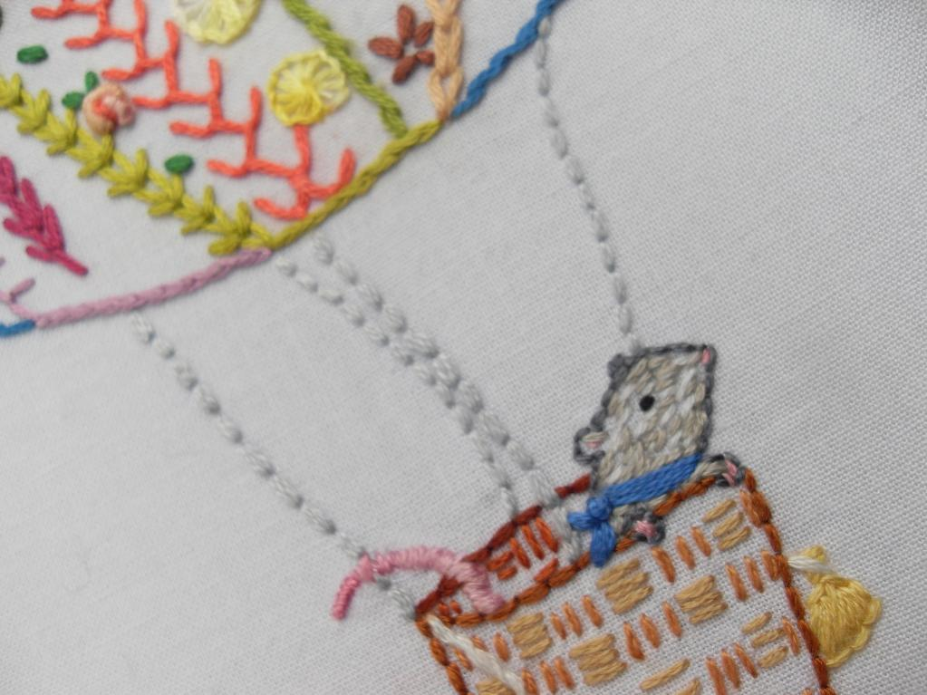 Embroidery pattern of mouse in a hot air balloon