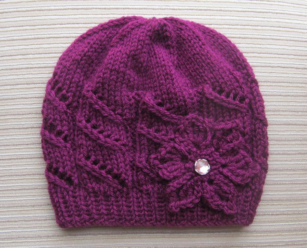Knit hat with diagonal lace - Craftsy member pattern