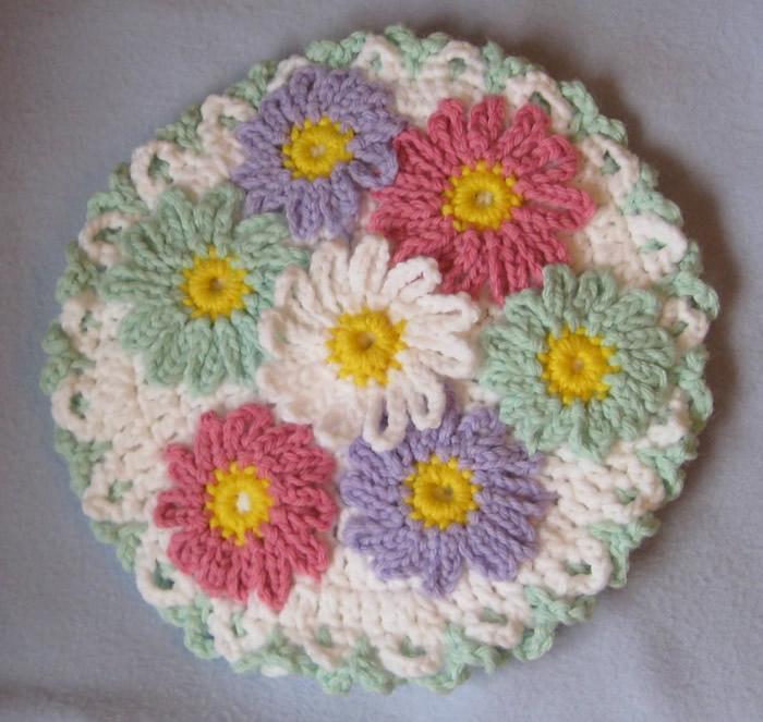 Crochet daisy hot pad: www.craftsy.com
