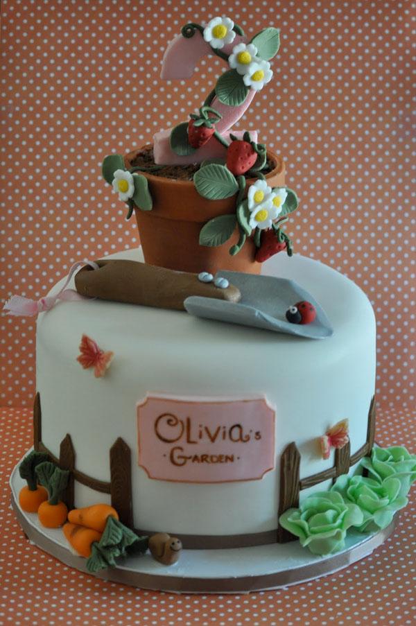 Garden Cake by Blue Cupcake, via Crraftsy.com