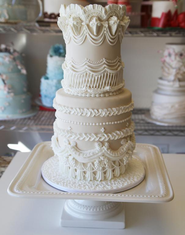 Intricate Lambeth Method Wedding Cake