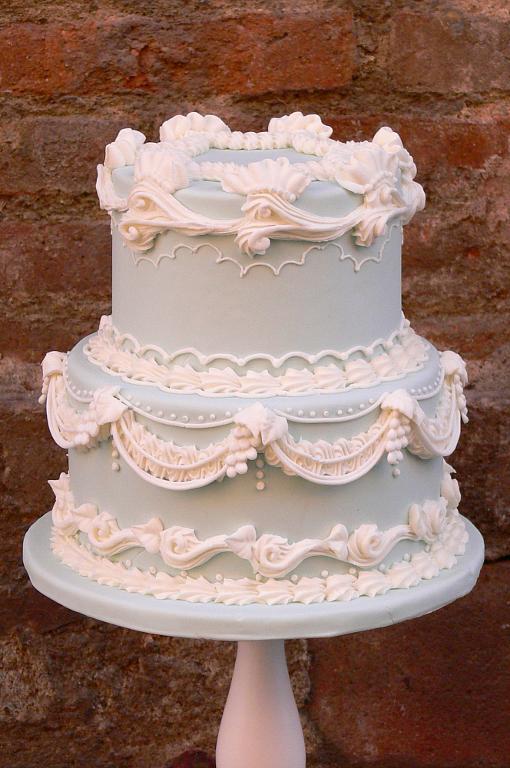 Lambeth Wedding Cake, www.craftsy.com
