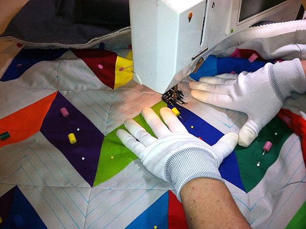 Gloves for finishing a quilt with ease