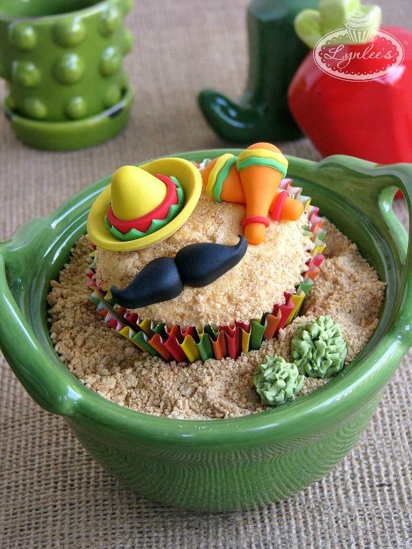 Adorable Cinco de Mayo themed cupcake tutorial
