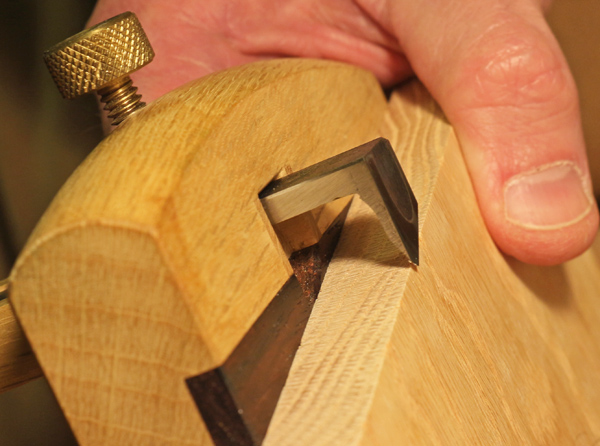 setting the cutting gauge