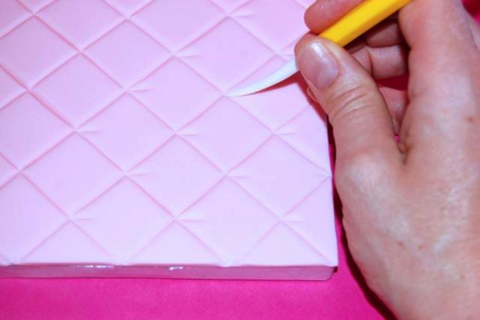 Step 5- Create quilt pucker marks in each corner