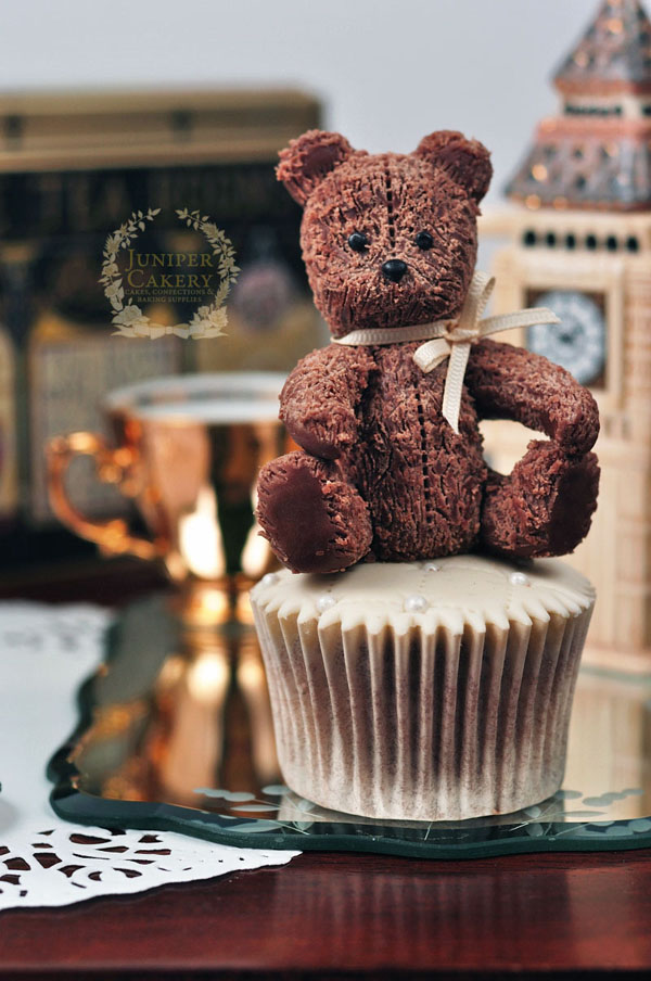 Make a cute teddy bear from modeling chocolate