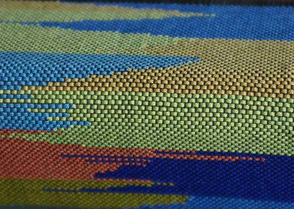 A cloth woven with clasped weft technique
