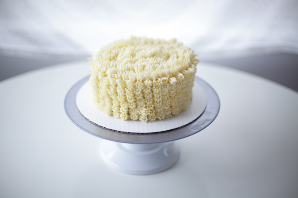 """Finishing the top of the cake with buttercream """"fur"""""""