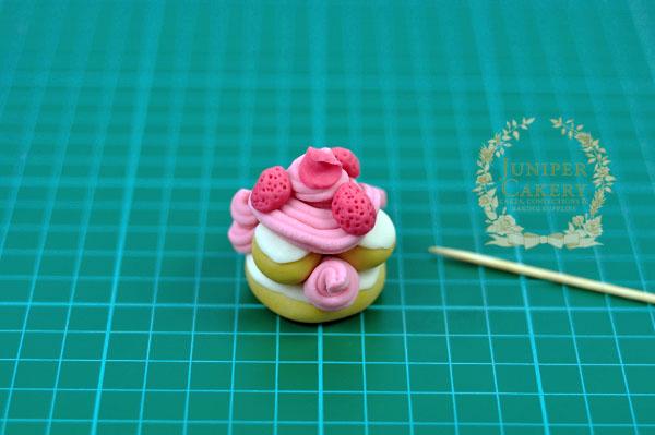 Making parisian treat cupcake toppers