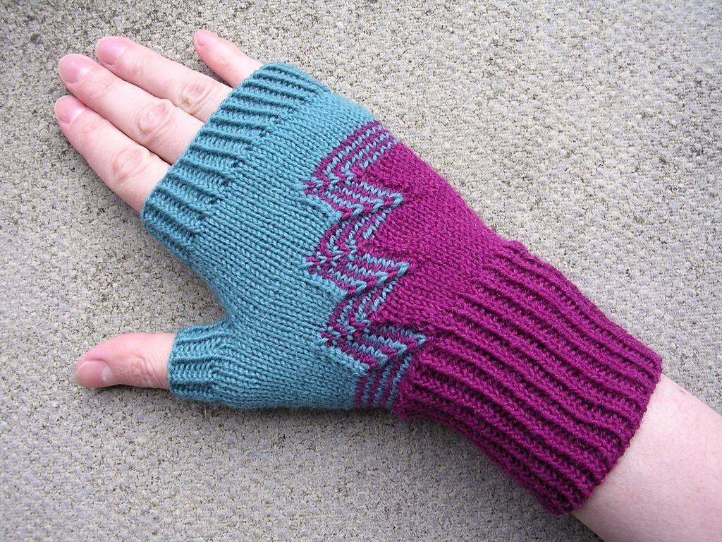 Knit deco fingerless gloves