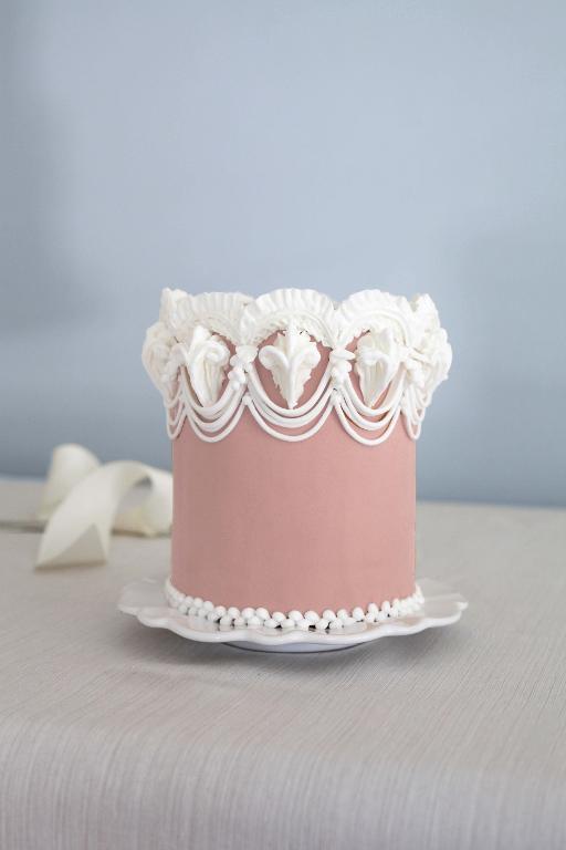 Lambeth cake by Wendy Kromer