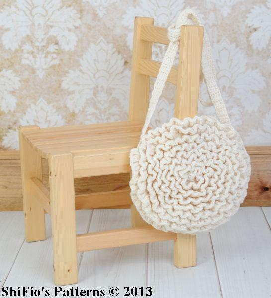 Ruffled crochet bag