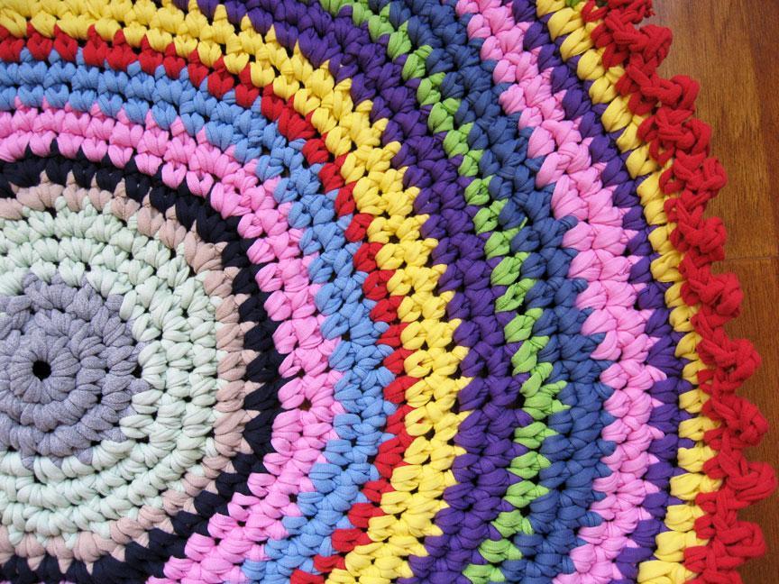 Crochet technicolor t-shirt yarn rug