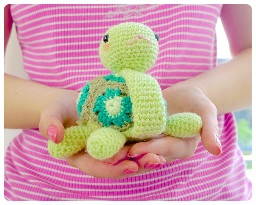 Granny square crochet turtle