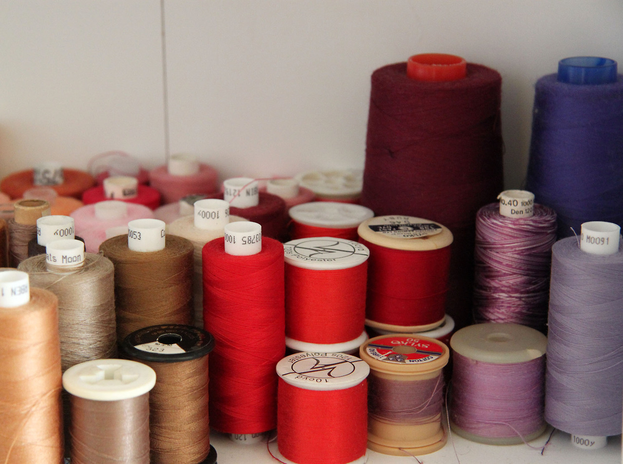 Machine embroidery threads in brown, red and purple
