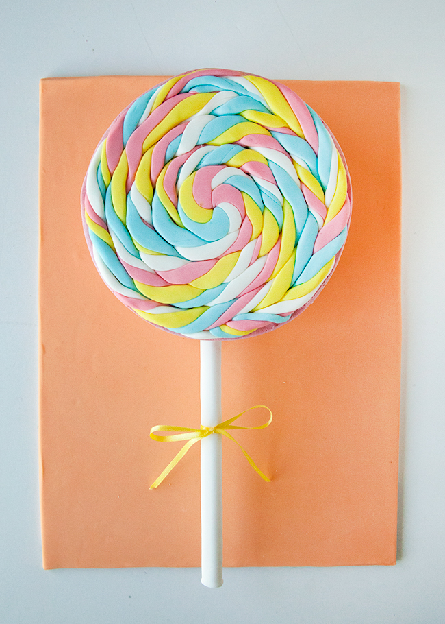 3-D Lollipop novelty cake