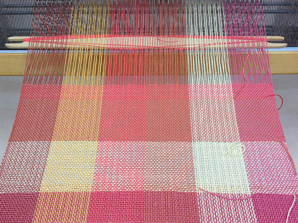 Color gamp on the loom