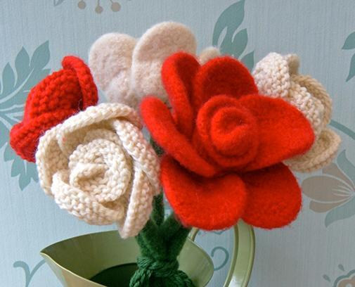 Knitted rose flower pattern