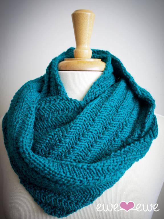 Knitted cozy cowl
